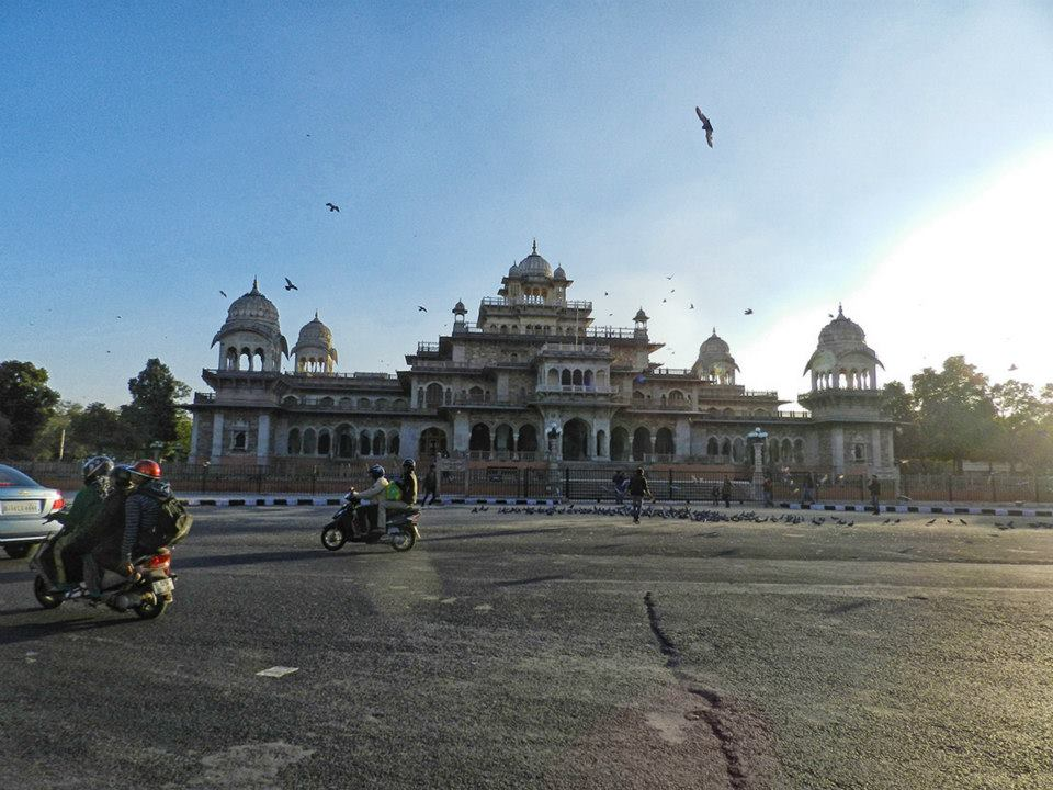 Albert Hall in Agra with pigeons and motorscooters