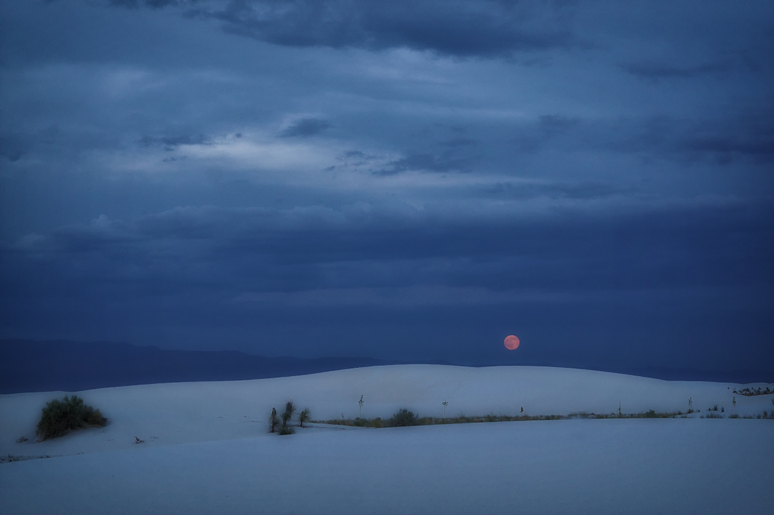 full moon rising over white sands national monument